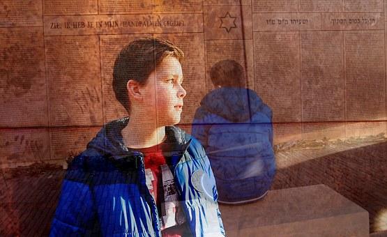 יום השואה לילדים ולנוער