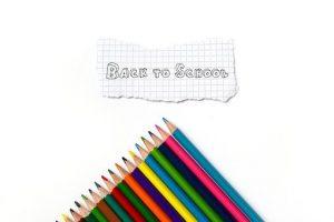 עפרונות ושלט BACK TO SCHOOL